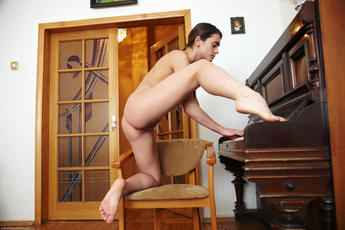 Evie In Pianino By Arturo - Picture 8