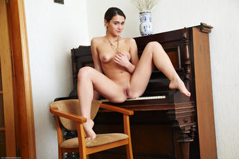 Evie In Pianino By Arturo - Picture 9